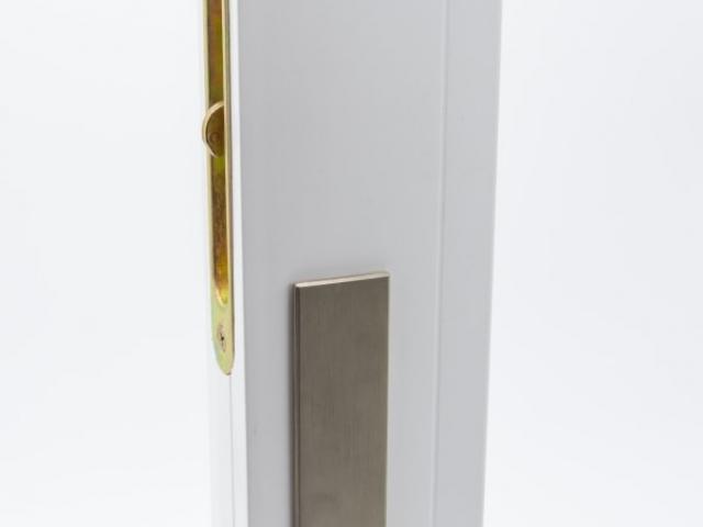 3750 MS White Sash with Brushed Chrome Keyed Hardware
