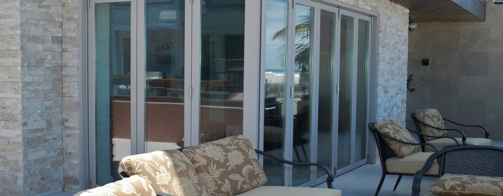 Pacific_Beach_Bifold_Door_2
